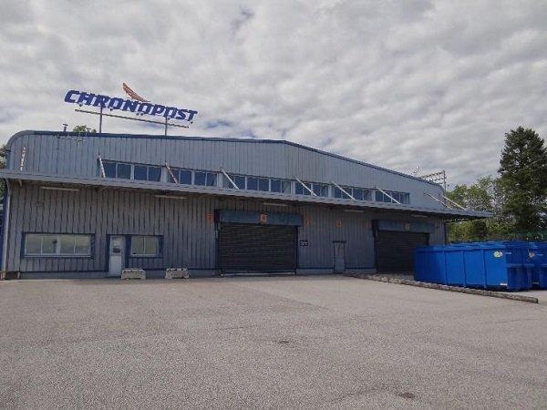 Bâtiment avec quais de chargement à l'Aéroport de Limoges