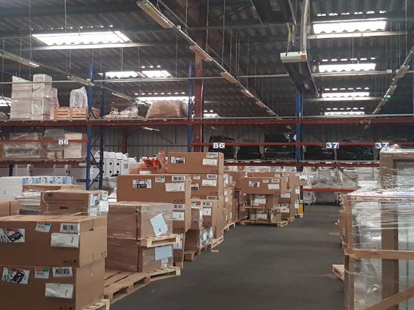 Entrepôt simple peau de 2 100 m² à Jaunay-Clan
