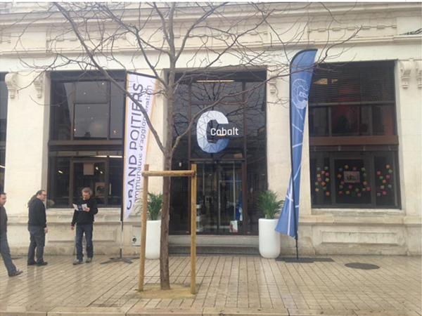 Bureau en espace coworking tiers lieu numérique à Poitiers