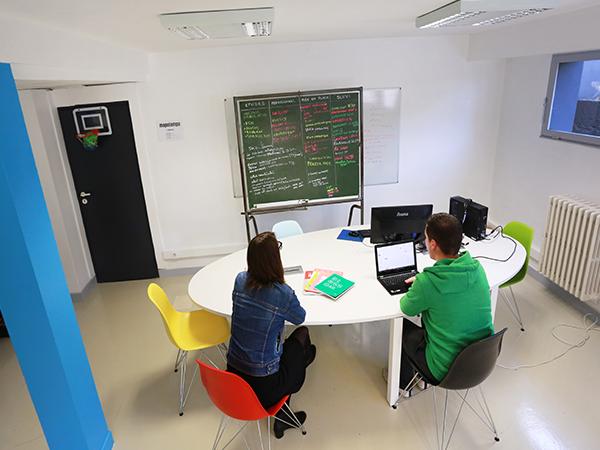 Bureaux en pépinière d'entreprises dédiées au géosciences sur la Technopole Hélioparc à Pau