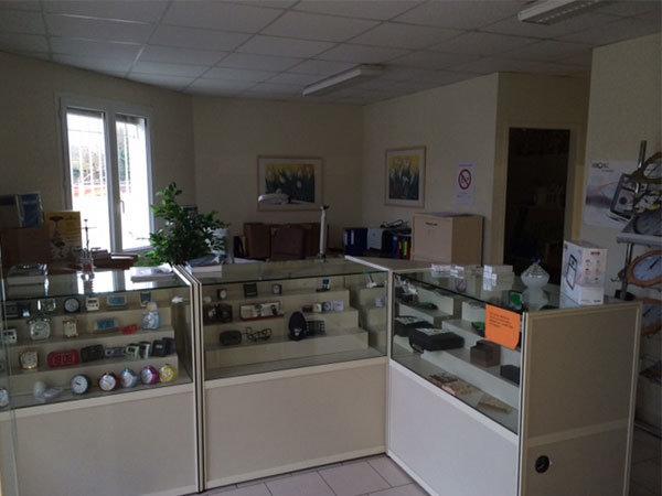 Bâtiment de 900m² avec bureaux et stockage près d'Angoulême