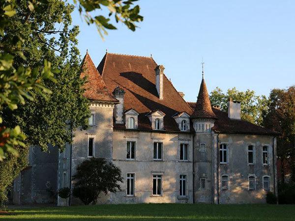 Un château de prestige au coeur d'un domaine agricole à vendre
